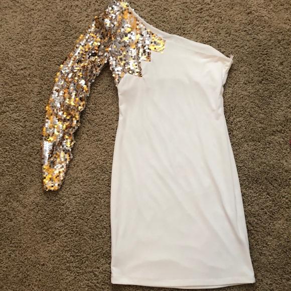 City Triangles Dresses & Skirts - Cream sequin sleeve dress